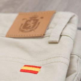 Pantalón dama beige · Equipo Nacional